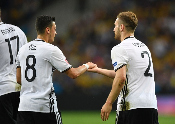 Could Ozil and Mustafi be joined by club? | Souce: daily cannon