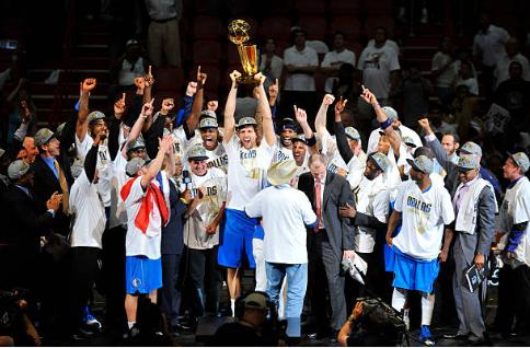 Los Dallas Mavericks fueron campeones en 2011, con Nowitzki como protagonista | Foto: Getty Images