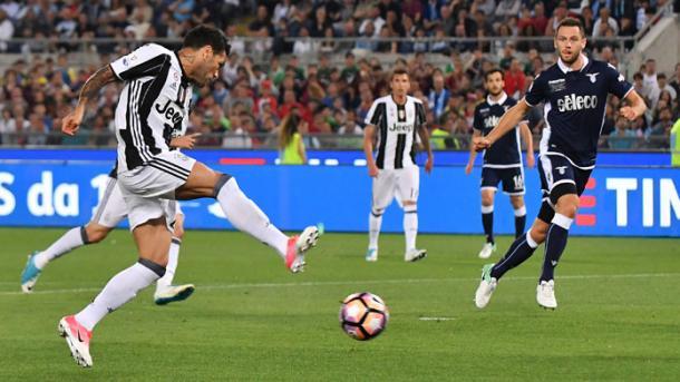 Il goal del vantaggio firmato da Dani Alves in Coppa Italia | Foto: LazioNews24