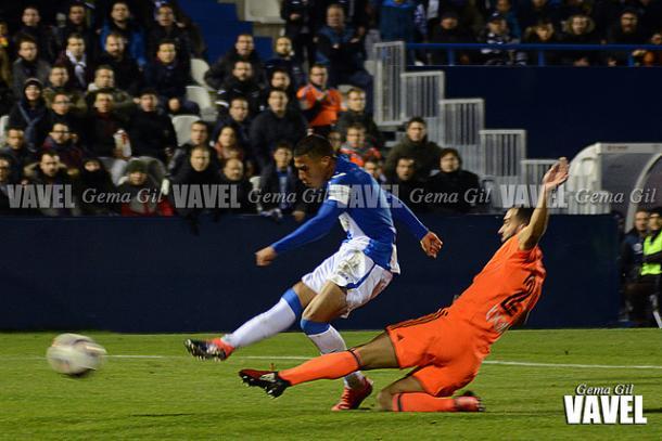 Darwin, en el momento de anotar su gol | Foto: Gema Gil (Vavel)
