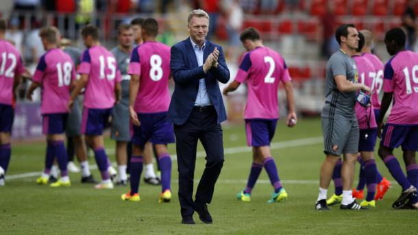 Moyes shows his appreciation to the Sunderland supporters at full-time. | Photo: Sky Sports