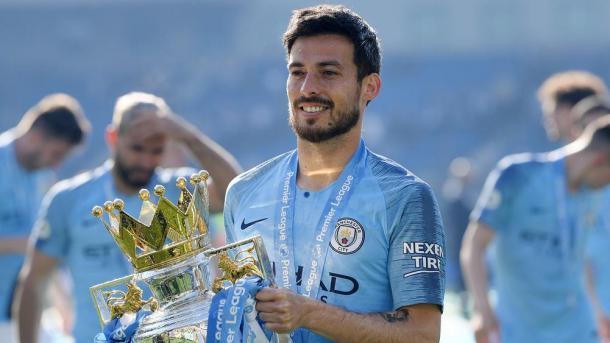 David SIlva con el trofeo de la Premier League   Foto: Manchester City