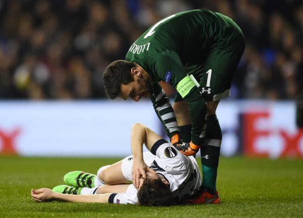 Davies goes down injured against Dortmund (photo: zimbio)