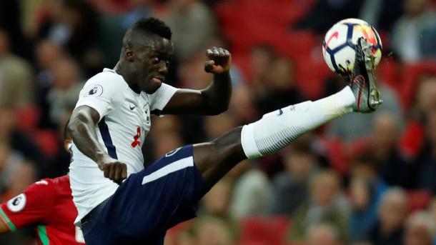 Davinson Sánchez durante un partido con el Tottenham   Fotografía: Premier League