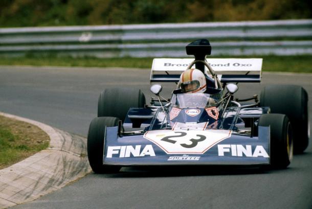 Mike Hailwood no tuvo tanto éxito en las cuatro ruedas, pero logró dos pódiums. Foto: Pinterest