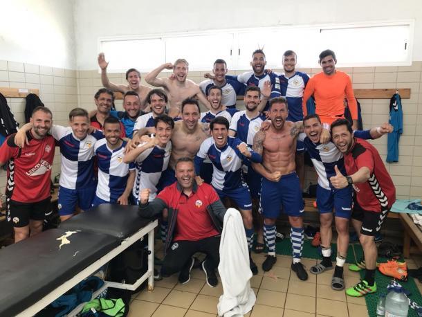 Jugadores del CE Sabadell celebrando una victoria en el vestuario   Foto: CE Sabadell