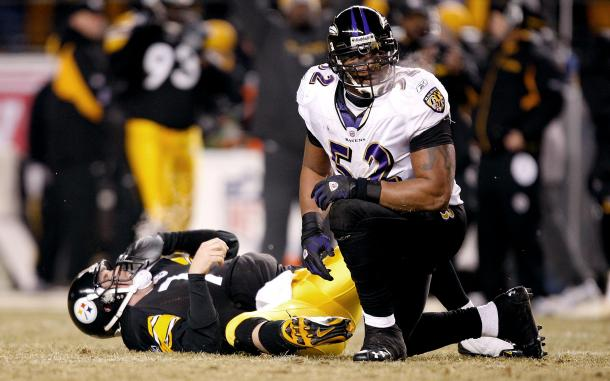 Ray Lewis looks on after sacking the quarterback (Photo: Riplee Garcia/ Pinterest)