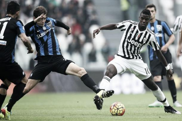 Above: Marten de Roon in action for Atlanta against Juventus' Paul Pogba | Photo: Evening Gazette