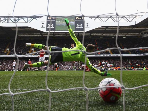 David De Gea couldn't prevent Erik Lamela from registering Tottenham's third | Photo: Getty Images