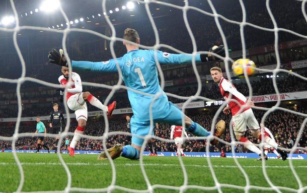 Lacazette consigue batir a De Gea   Fotografía: Arsenal
