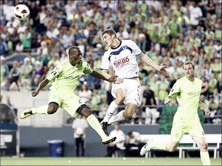 En su debut, defendiendo los colores de Rayados.   Foto: Futboleno