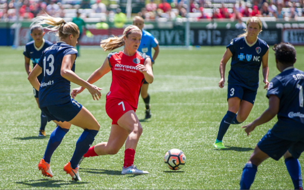 Four Courage players converge on Lindsey Horan of the Portland Thorns. | Photo: Diego Diaz - Icon Sportswire via Getty Images