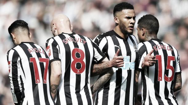 Newcastle defiende. Foto: Premier League.