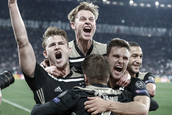 De Ligt celebra con sus compañeros el gol de la victoria en Turin. Fuente: Vavel