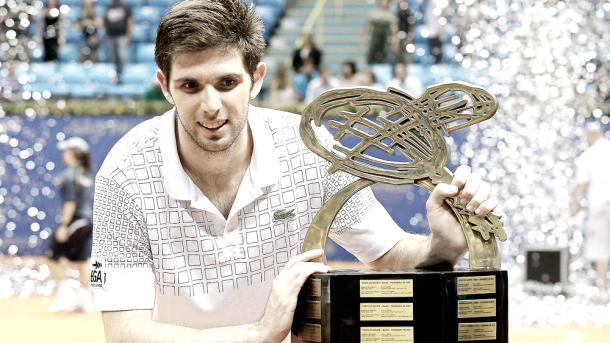 Delbonis posa con su trofeo en Marrakech. Foto: atpworldtour.com