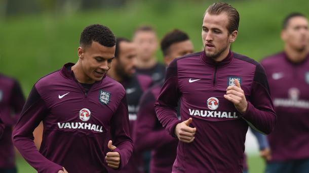Kane y Alli con la selección. Foto: Daily Mail