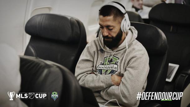 Dempsey pensativo durante el viaje a tierras canadienses // Imagen: Seattle Sounders
