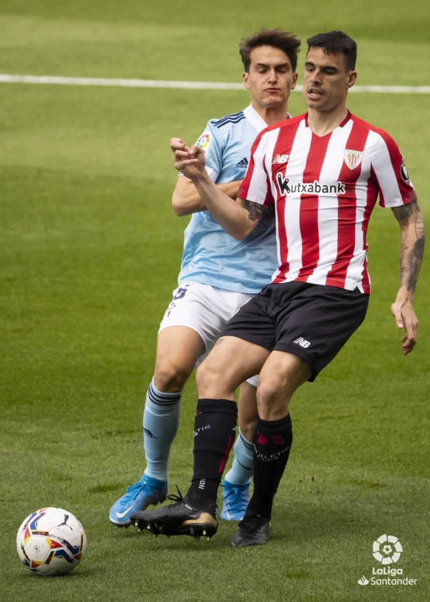 Denis Suárez pugna una pelota con Dani García | Imagen: LaLiga