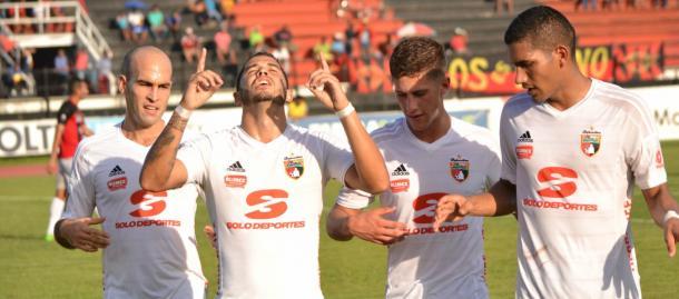 Andreutti, González, Herrera y Gómez celebrando una anotación ante Portuguesa / FOTO: Deportivo Lara