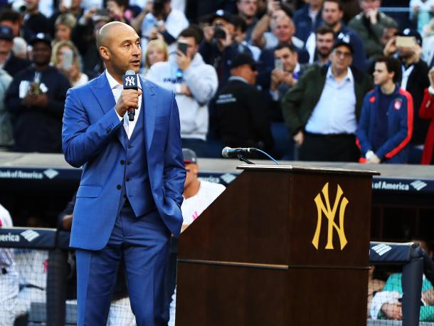 Jeter addresses Yankee Stadium during his retirement ceremony/Photo: Al Bello/Getty Images