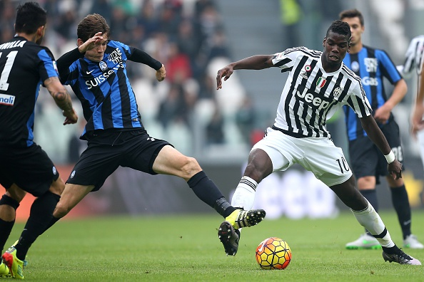 Marten de Roon challenges for the ball with Juventus star Paul Pogba | Photo: Marco Bertorello/AFP/Getty Images