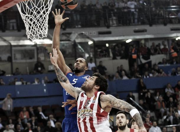 Brown, Anadolu Efes. Fonte foto: http://www.euroleague.net