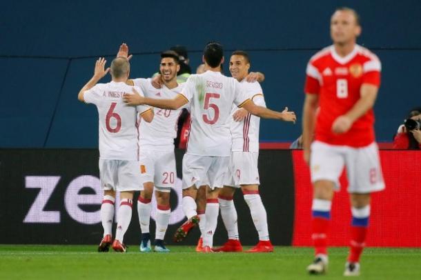 La selección española, con un partido algo irregular, se mantiene por delante en el marcador, a pesar del susto en forma de gol que consiguió Rusia al filo del descanso. | Fuente: REUTERS