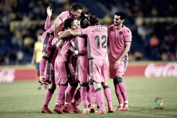 El conjunto valenciano celebra un gol en el Estadio de Gran Canaria | Foto: Levante UD.