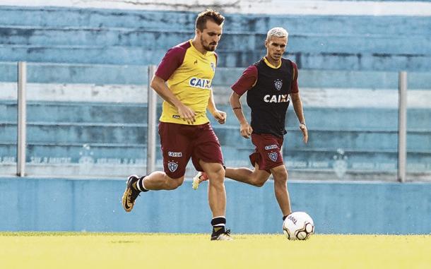 Volante Carandina recebeu o terceiro amarelo e é uma das três ausências no Papão (Foto: Fernando Torres/Paysandu)