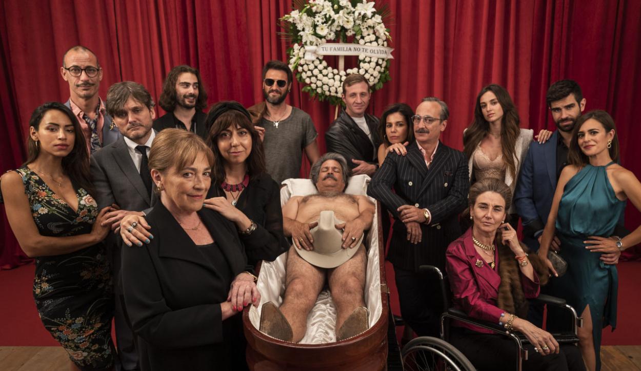 Parte del elenco de la serie Deudas / Fuente: Antena 3