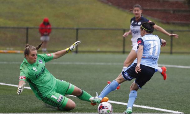 Sydney FC's Lisa De Vanna dribbles past the Canberra goalkeeper en route to her first goal of the match. | Photo: Daniel Munoz - Getty Images