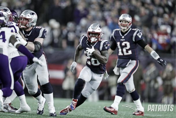 63 yardas en 17 acarreos avanzó Sony Michel | Patriots.com