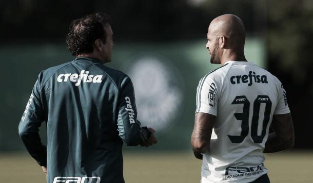 Cuca e Felipe Melo em treinamento realizado no dia 16 de maio (Foto: Divulgação/Cesar Greco/AG Palmeiras)
