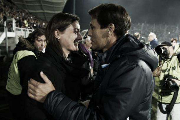 Corinne Diacre junto a Rudi García, en un partido de Copa de la Liga. Foto: Zimbio.com.