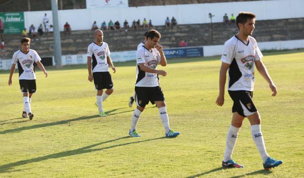 Decepción entre los jugadores del Tudelano tras la eliminación   Fuente: CD Tudelano.