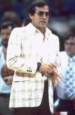 Dick Motta fue el primer entrenador de los Dallas Mavericks | Foto: Getty Images