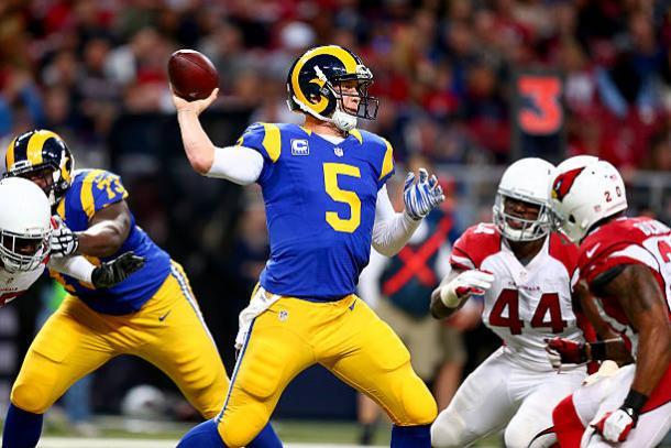 Nos Rams, Foles foi um jogador comum (Foto: Dilip Wishwanat/Getty Images)