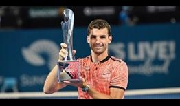 Dimitrov posa con el ´titulo de campeón en Brisbane| Foto: ATP World Tour