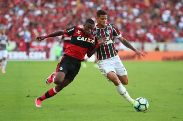 Os jovens jogadores travaram alguns duelos no primeiro tempo da partida. Foto: Gilvan Souza / Flamengo