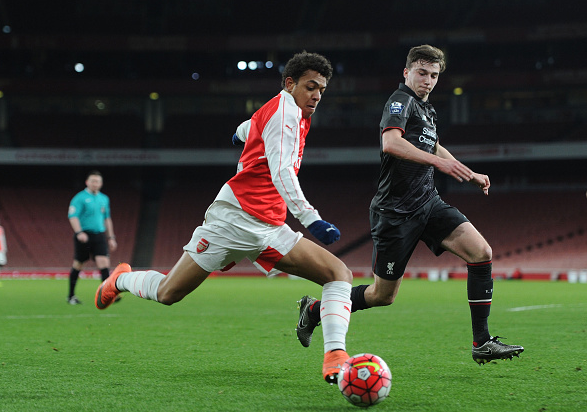 Donyell Malen of Arsenal takes on Conor Masterson of Liverpool during the match between Arsenal U18 and Liverpool U18 in the FA Youth Cup 6th round at Emirates Stadium on March 4, 2016 in London, England. | Credit: David Price