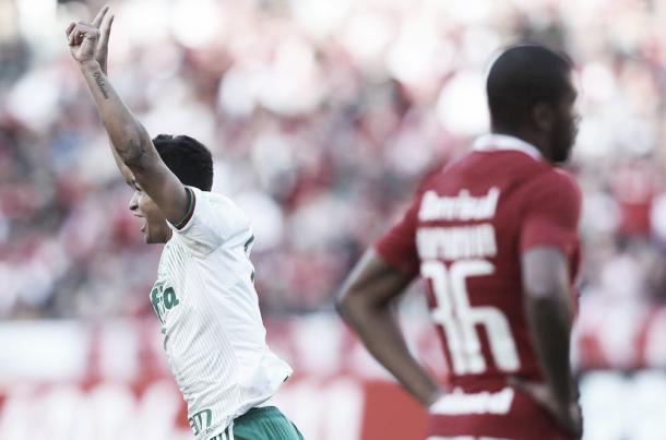 Erik aproveitou vacilo da defesa e em uma fração de segundos destruiu os 19 anos de agonia no Beira Rio (Foto: Cesar Greco/Ag Palmeiras/Divulgação)