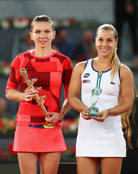 Cibulkova (right) with Simona Halep (left) holding her runner's up trophy (Photo by Julian Finney / Source : Getty Images)