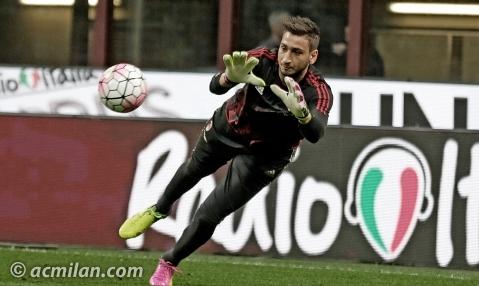 Gianluigi Donnarumma calienta antes de un partido.   Foto: acmilan.com