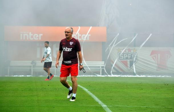 Treinador comandou trabalho tático nesta quarta-feira (Foto: Érico Leonan / saopaulofc.net)