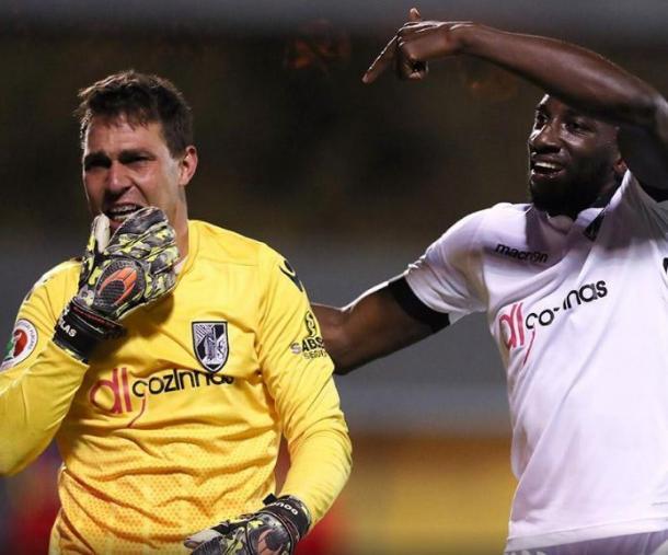Douglas foi o herói da noite em Chaves | Foto: Mais Futebol