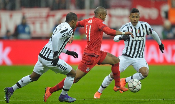Douglas Costa in azione proprio contro la Juventus   juvenews
