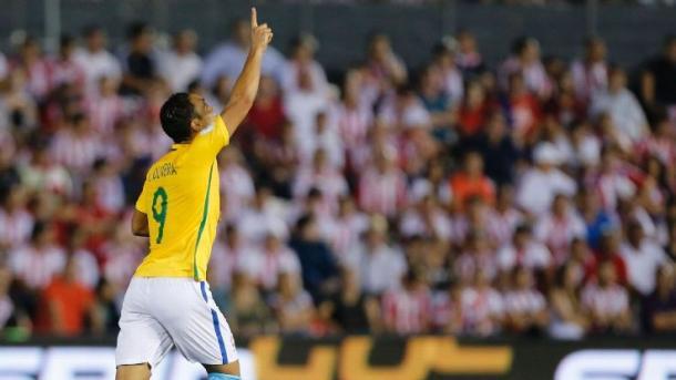 Ricardo Oliveira scoring for Brazil. Photo: Globo