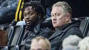 David Johnson pictured with the agent of AIK striker Alexander Isak, 16. | Photo: Johanna Lundberg / BILDBYRÅN