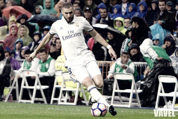 Karim Benzema, en un partido en el Santiago Bernabéu | Foto: VAVEL