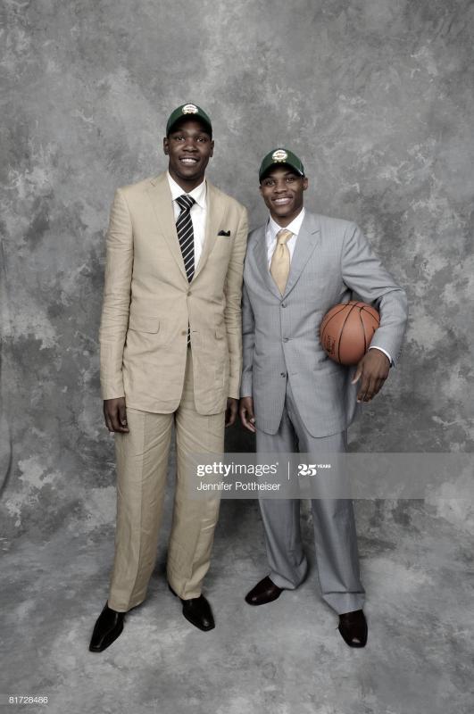 Durant y Westbrook tras el Draft de 2008 en el que el base fue elegido en la 4ª posición| Foto: Jennifer Pottheiser, GettyImages